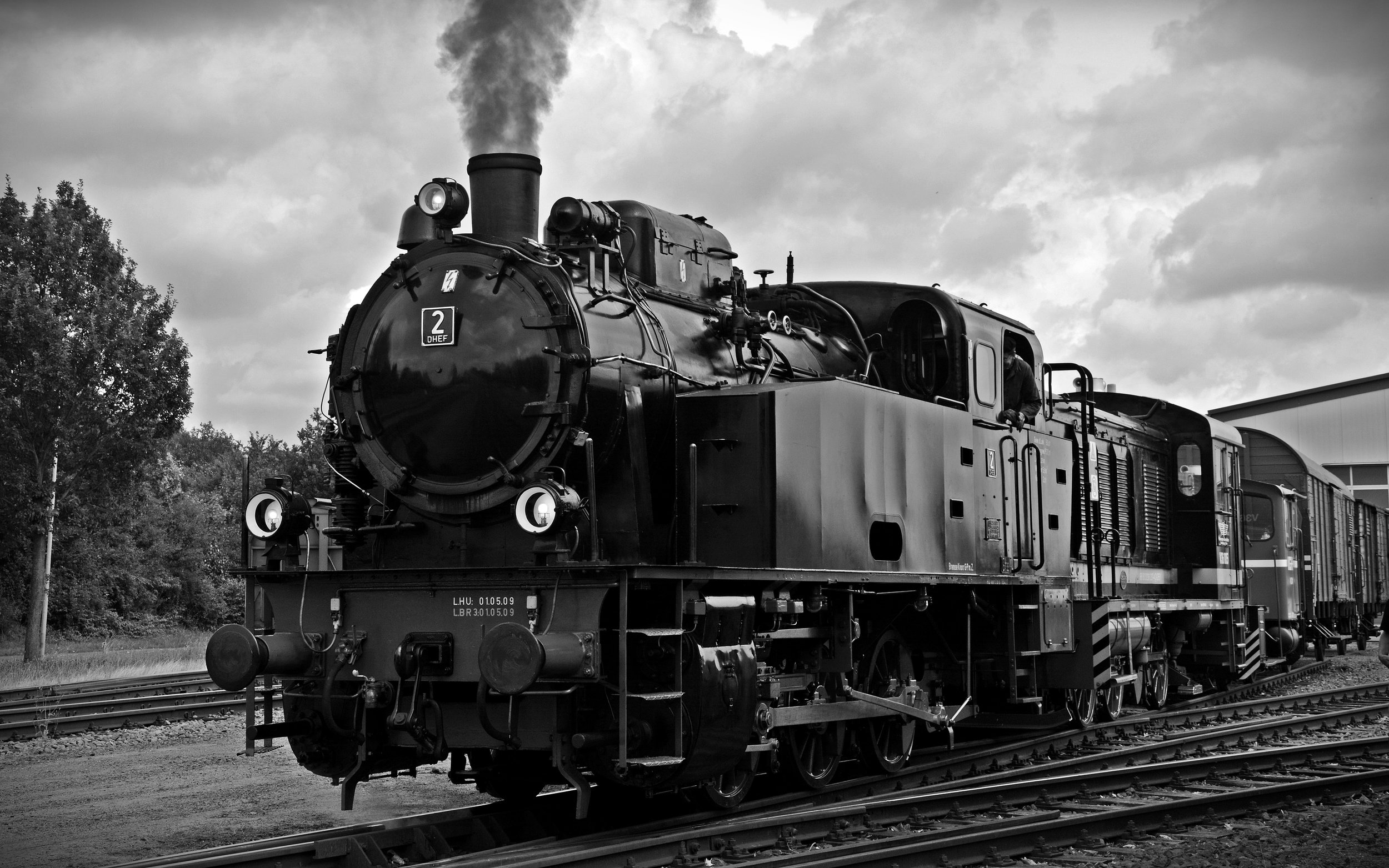 black-and-white-carriage-clouds-258455.jpg