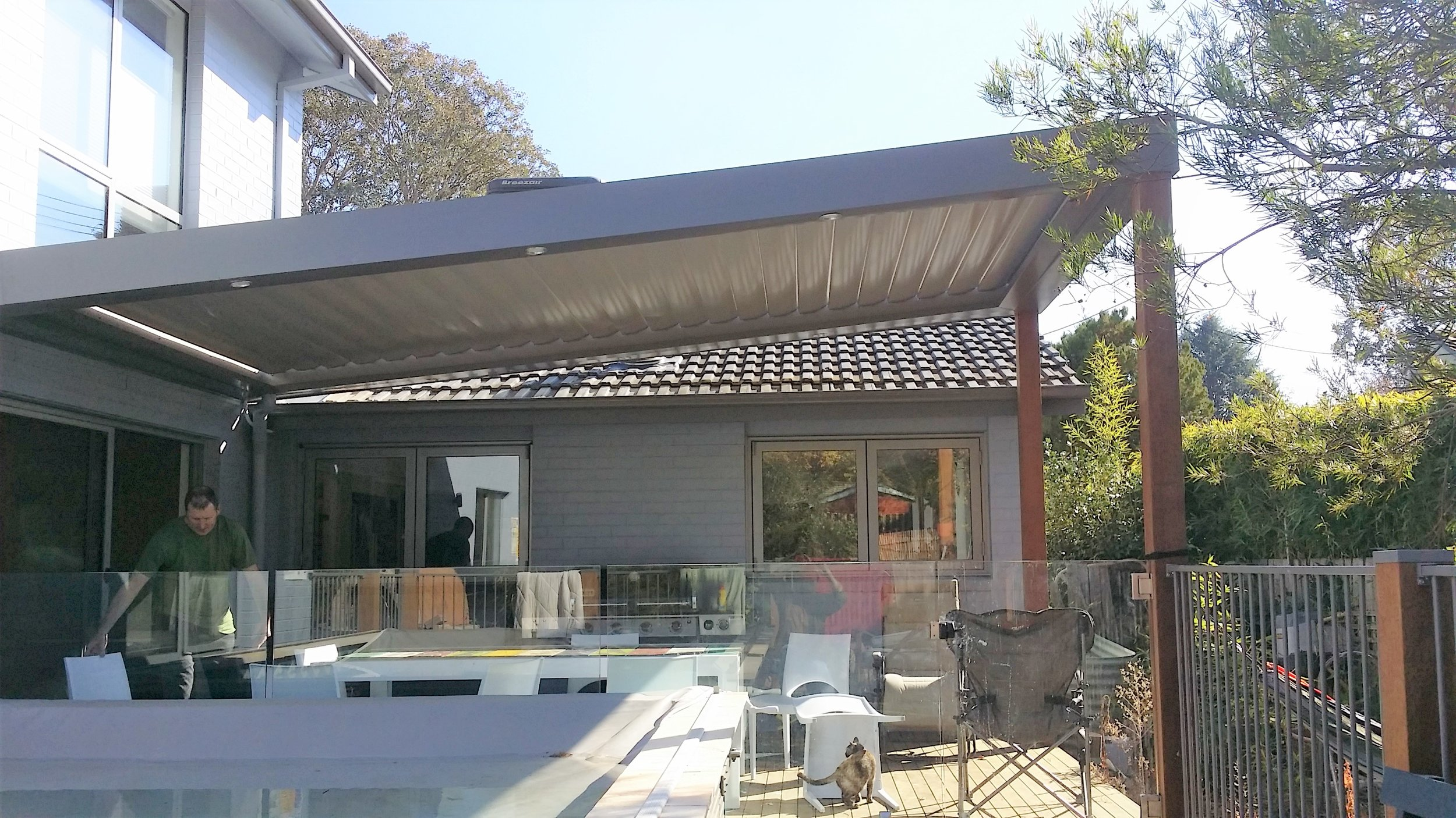 Pitched - Vergola® is versatile enough to match any architectural style and feature. We can build to a pitched roof (Skillion mono-pitch or shed-style) or to match angles or triangular sections