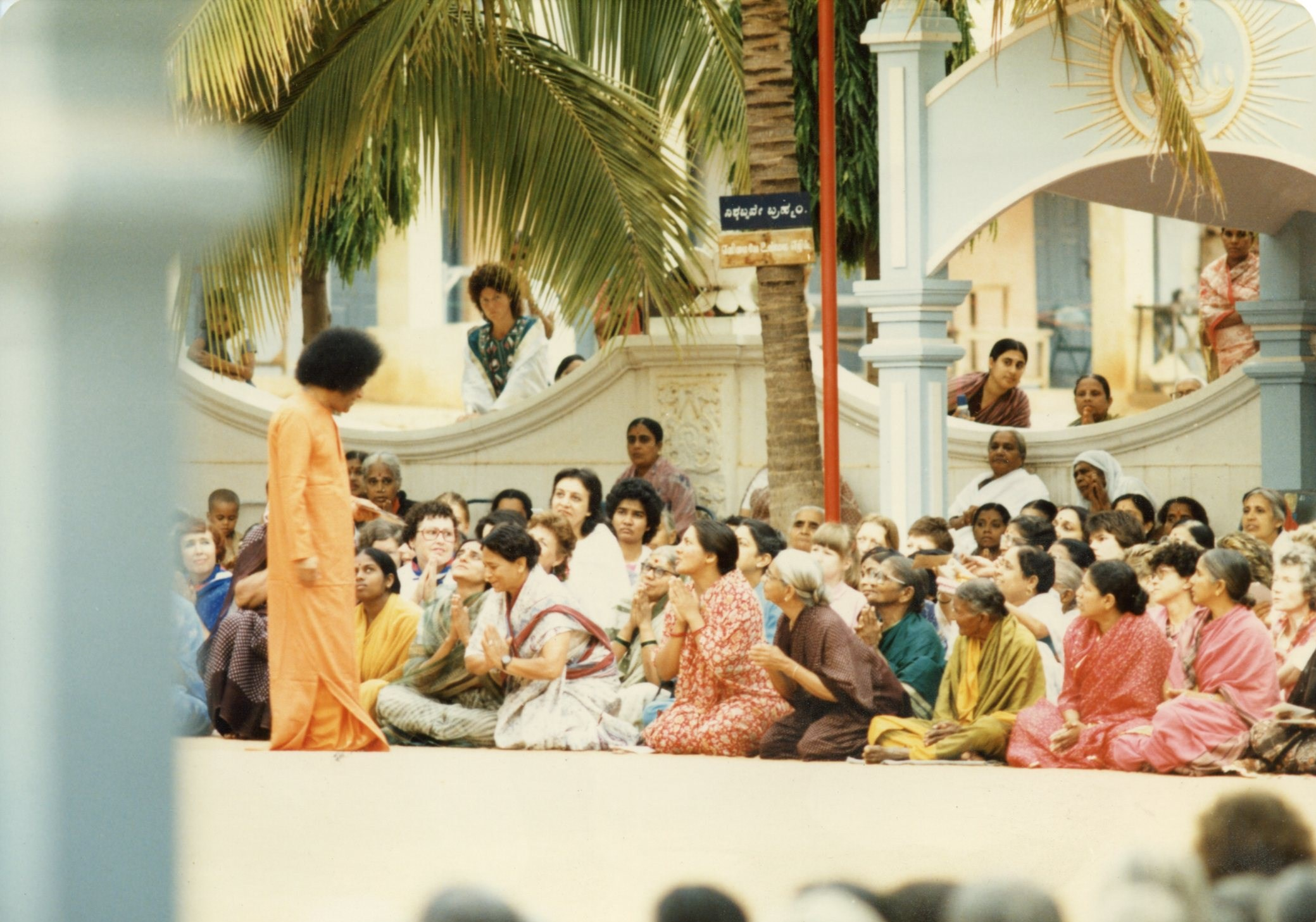 above: Sathya Sai Baba Blessing Ceremony at his ashram Prasanthi Nilayam (Joan Brown on far left), Puttaparthi, India. © The Joan Brown Estate; collection of Michael Hebel and Noel Neri, San Francisco.