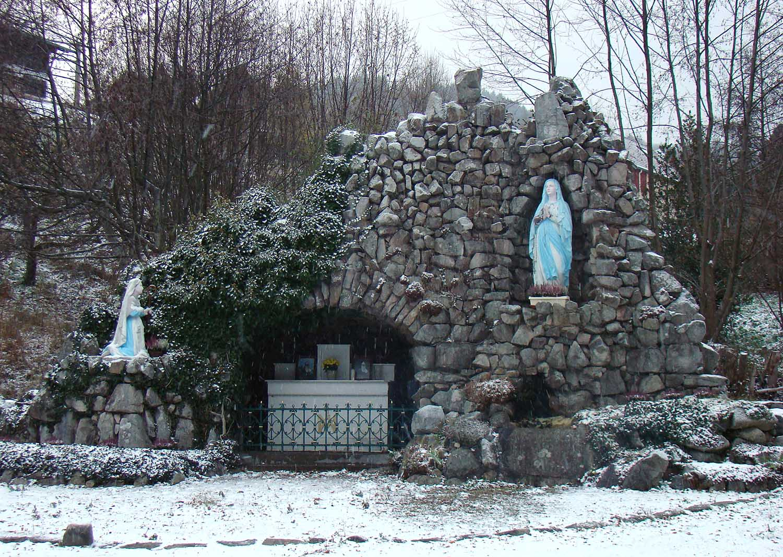 Mary_shrine_snow.jpg