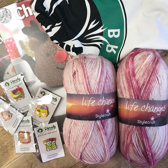 Congratulations @kollar.annus you are our sixth winner and you have bagged yourself 200g of Stylecraft Life Changes, a project bag, a set of pin badges and King Coles Christmas Knits volumes 1 & 2!! Please dm me with your address so I can get it all shipped off to you :-) there are still plenty of prizes to be one, head to the origional post to join in! . . . #keepyarnonourstreets