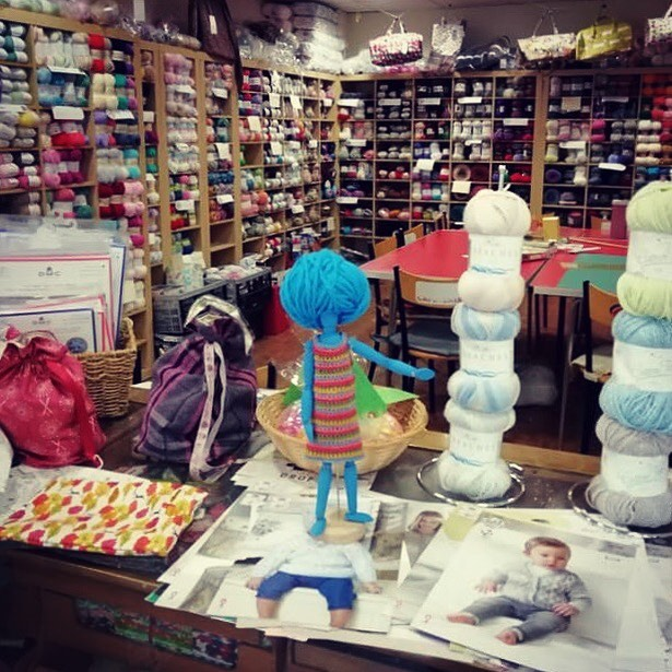 It's #whereswoolma Wednesday!! Can you guess where Woolma is? She's popped off to this yarn shop situated in the capital of the Rhubarb Triangle... . . . #keepyarnonourstreets #yarnshop #yarn #iloveyarn #supportsmallbusiness