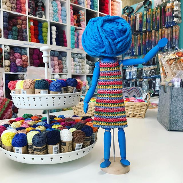 It's #whereswoolma Wednesday! She's popped off to a pretty northern spa town to have a mooch around a LYS...any guesses where she is? . . . #keepyarnonourstreets