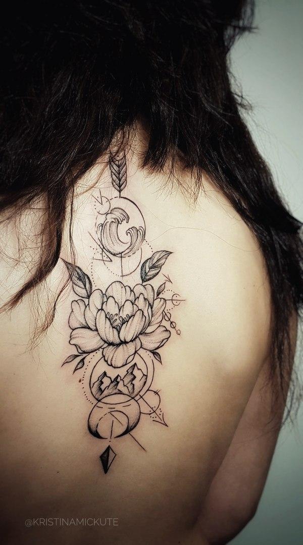 Графичная татуировка, стрела скрепляющая пионы, волны и горы,мастер Кристина Мицкуте.jpg