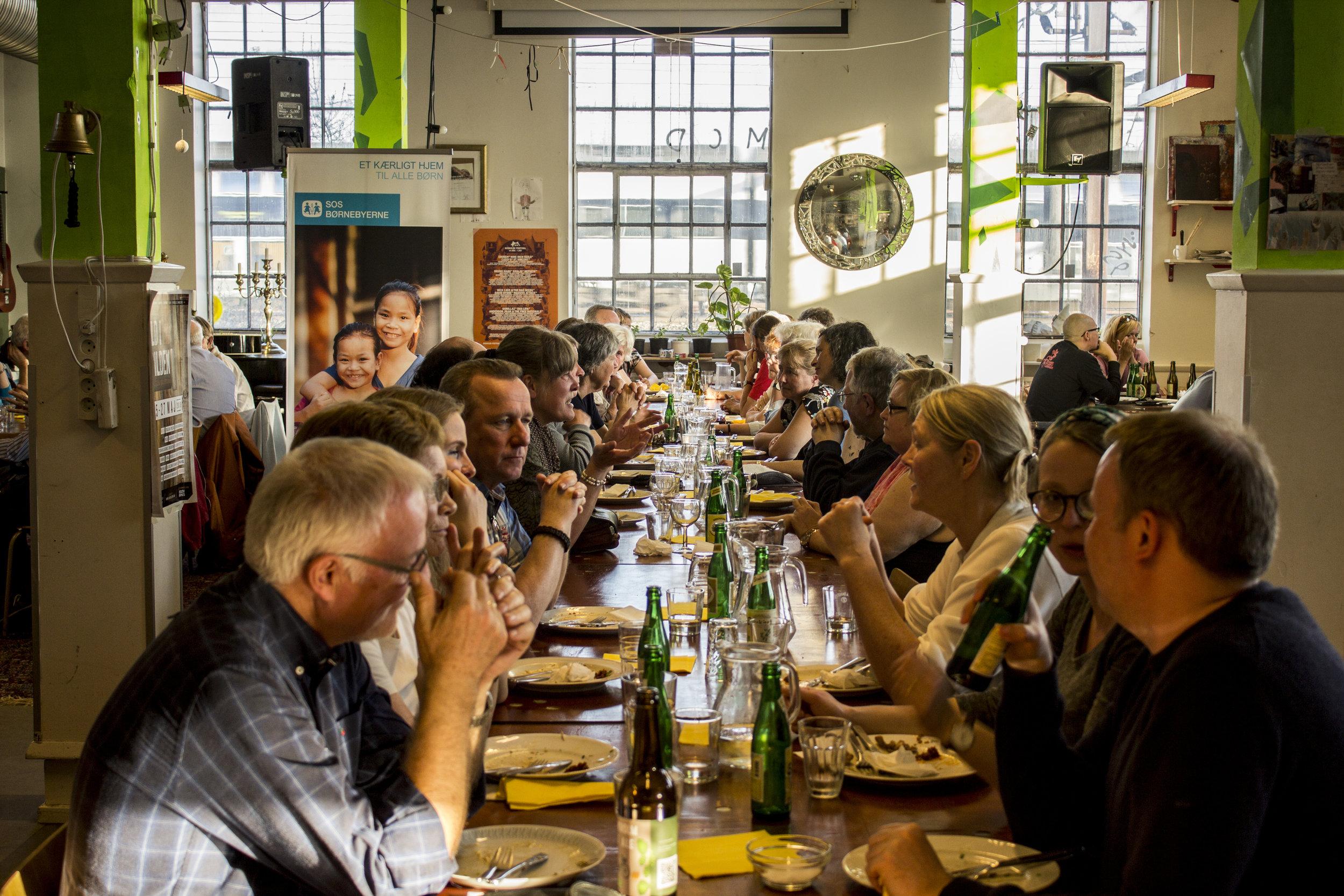 MAD - INSP har både et stort industrikøkken og et mindre anretterkøkken som bruges til alt fra folkekøkkener, skraldecaféer og madklubber til mad-eksperimenter, catering og workshops i surdejsbagning.
