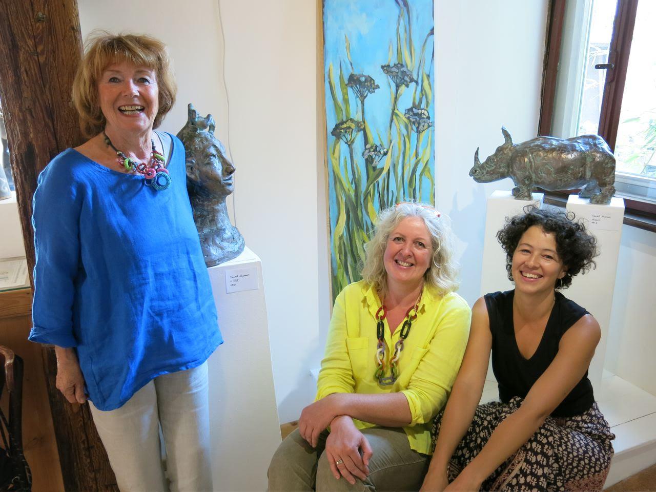 Vernissage. Friedel Neupauer (skulptorin), Heike Flügel (malerin) und Carolina Martínez (Curatorin) (von Links) Photo: Peter Millian