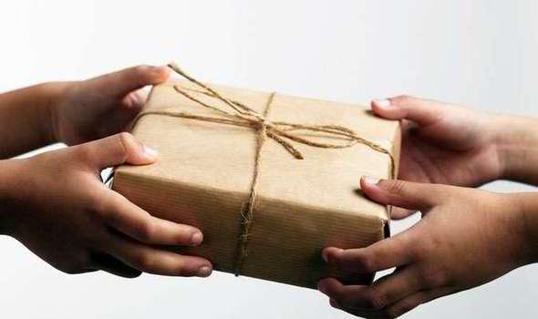 giving-379662.jpg