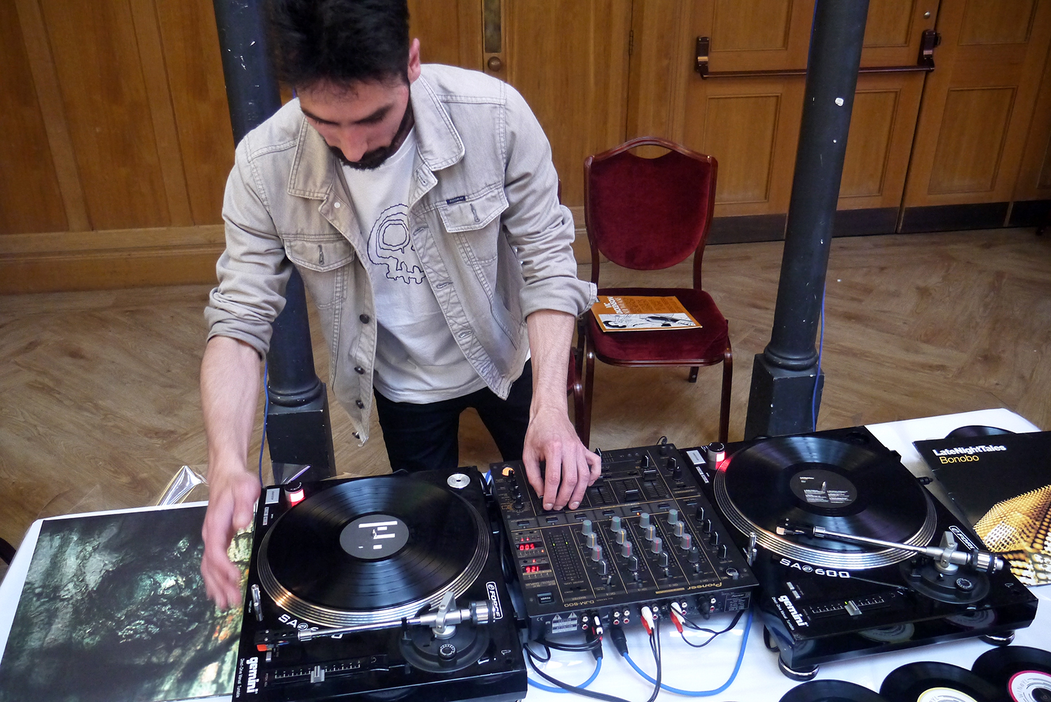 Sommelier and DJ Stefano Cazzato spinning some very classy vinyls.