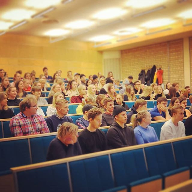Umeå studentkår arrangerar mottagningsutbildning för ansvarsfulla kommande faddrar och generaler. Så kul att sista 3e passet har över 100 anmälda! #glad2ViceOrdförande