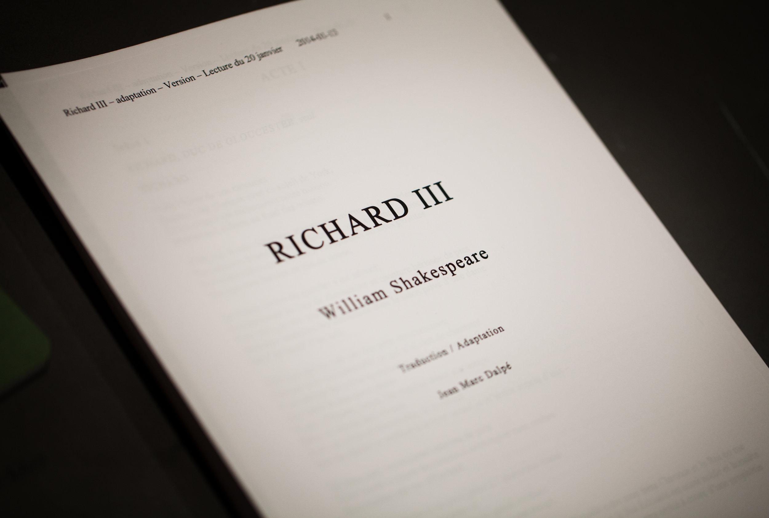 Lecture   Richard III    UNE CRÉATION DE PRODUCTIONS  SIBYLLINES , EN COLLABORATION AVEC  LE THÉÂTRE FRANÇAIS DU CNA ET LE  THÉÂTRE DU NOUVEAU MONDE.