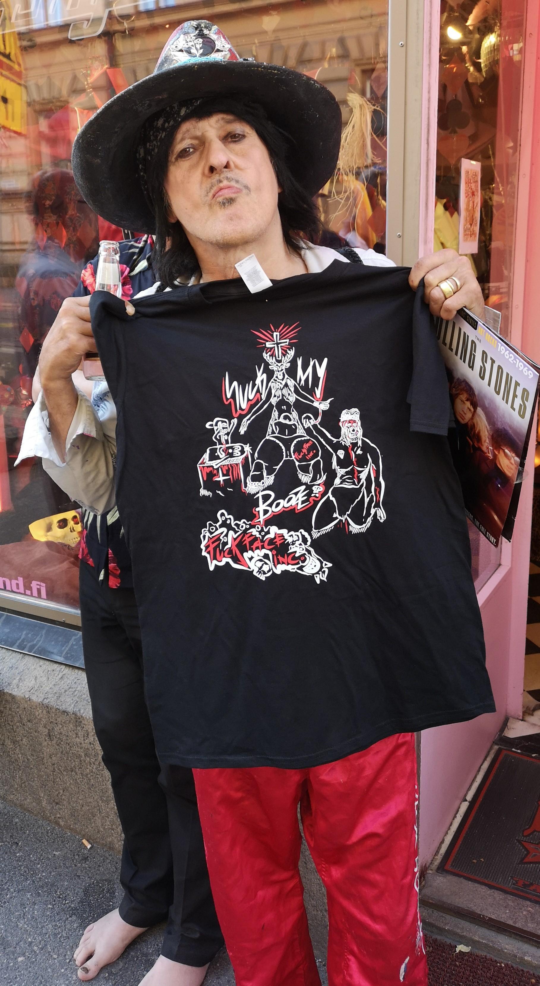 Kurkatkaa ihmeessä Andyn uusi levy, 21st Century Rocks Teuvo ainakin tykkää ja näitä paitoja saa myös Garagelandistä helsingissä. Fredrikinkatu 19. Käy noukkimassa omasi.