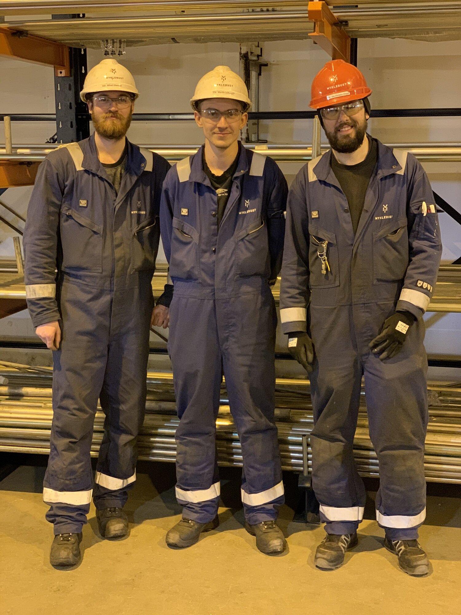 Rørleggarane Alfred Helde Ulvestad, Martin Hauge Leikanger og Ole Christian Kleppe har gjennomført kurs i plastsveising.