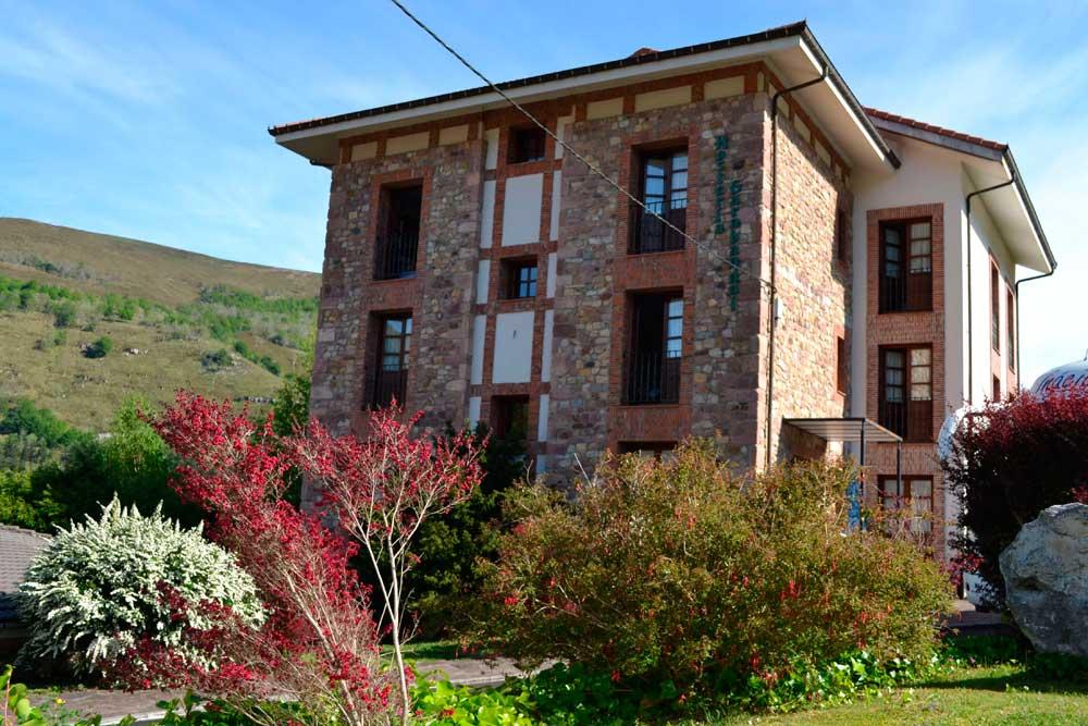 hosteria_garabandal_-outside-web-ready.jpg
