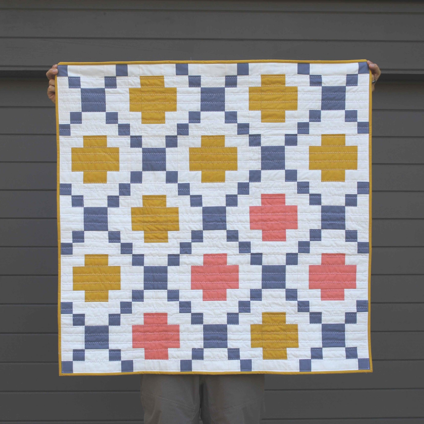 HIGHLAND SCRAMBLE 37 x 37 | 2018, Quilt 023 Modern Crossing by Patchwork and Poodles