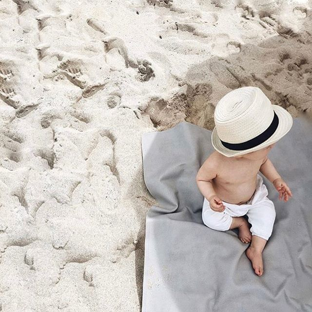 Happy beach days! We love introducing mamas to amazing brands and products for them and their littles. Meet @gathre - the most amazing all purpose mats. Loved having them apart of our first #mplsmomtribe event. . . #mplsmn #momtribe