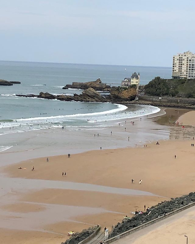 Biarritz today. Surf and season 2019 slowly starting. Happy Easter!  #surf #surfing #biarritz #lacotesdesbasques #sudouest #paysbasques #basquecountry #lookingforwardtosurf #bidart #guethary #surfsurfsurf #summer2019 #seeyousoon #happyeaster #villabelza #surfcampjohanna #mamasurfclub