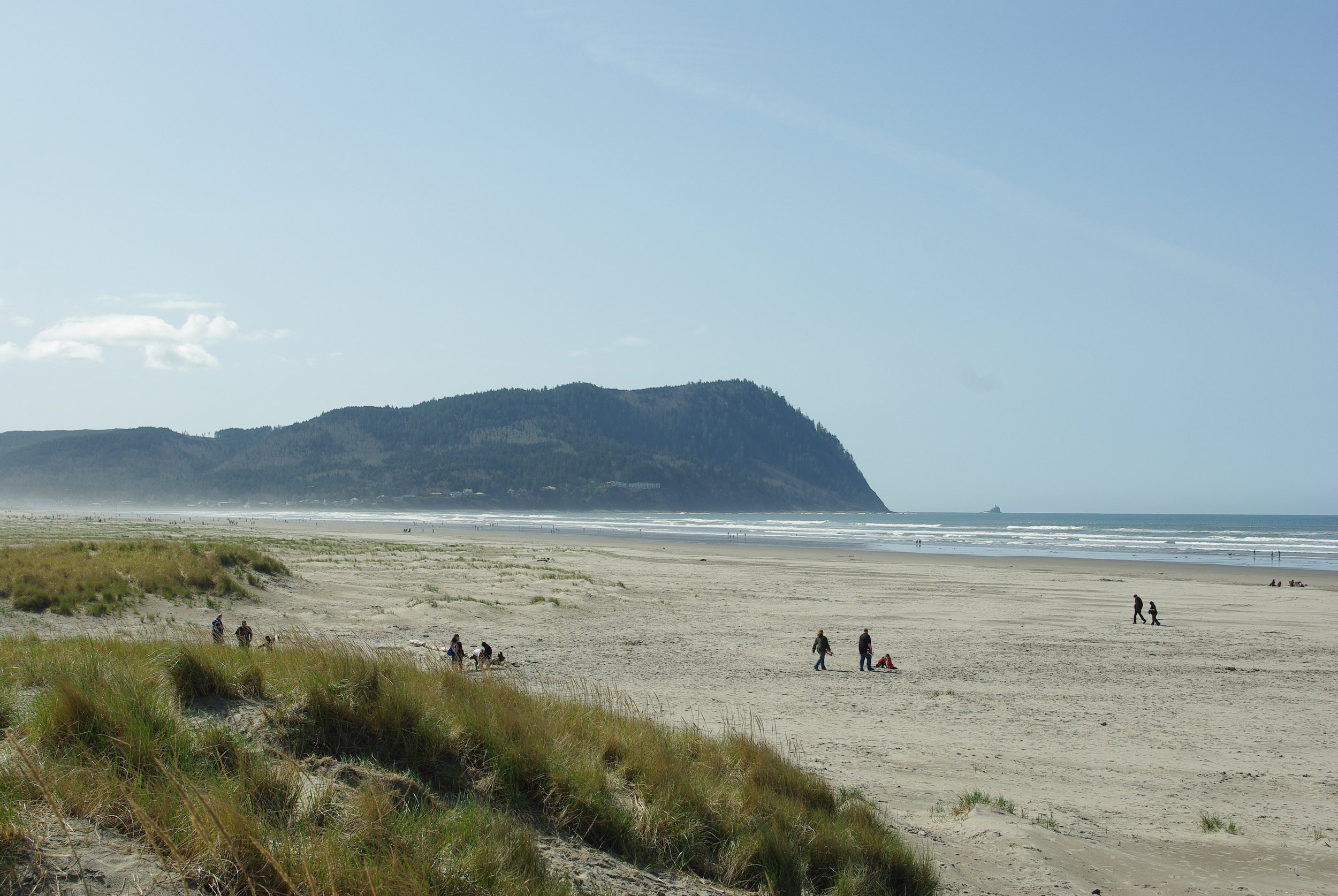 Beach_at_Seaside_with_Tillamook_Head_-_Oregon.JPG