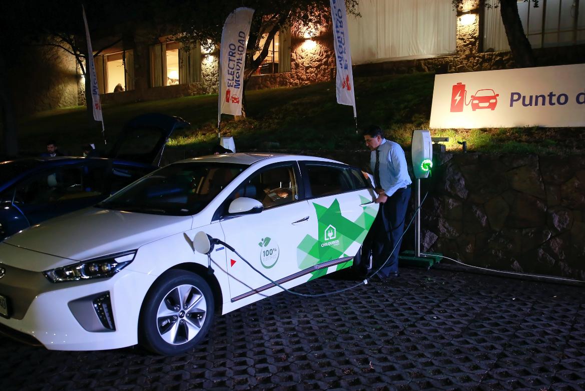 Espacio de carga para vehículos eléctricos - Electromovilidad  Taxis eléctricos disponibles para los invitados