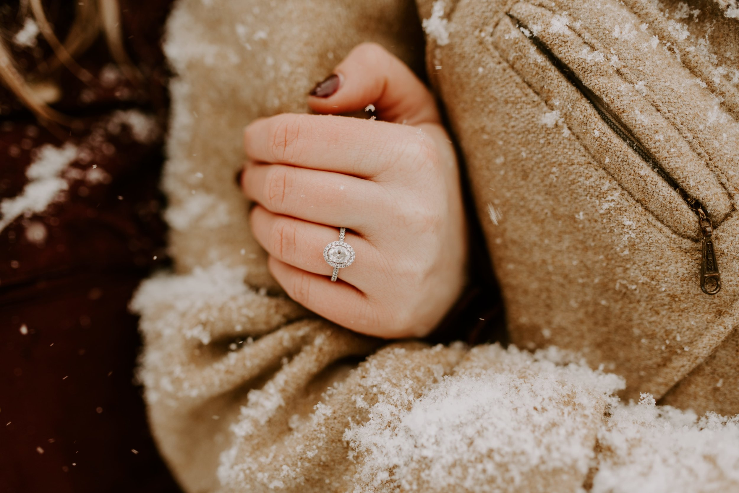 Iowa City Winter Engagement Photos 12.jpg