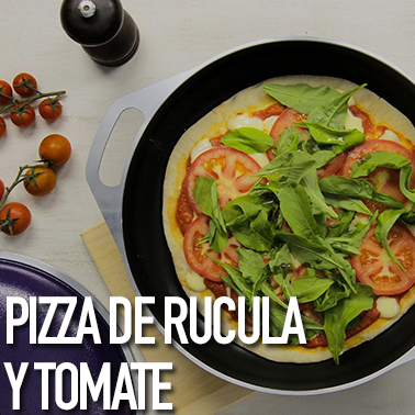 Pizza-de-rucula-y-tomate.png