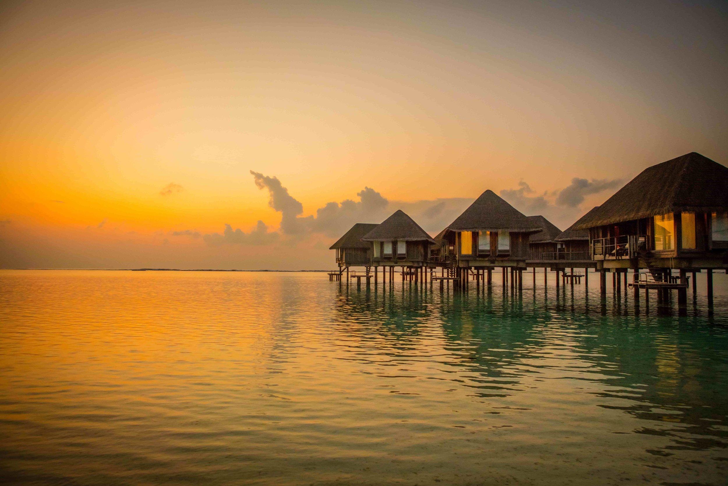 Maldives sunset accom-min