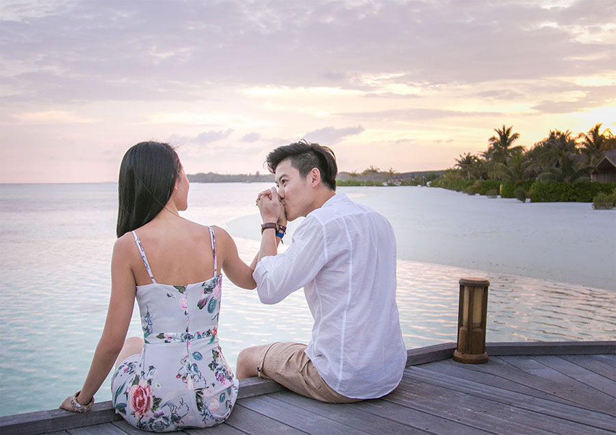 52466_7-marriage-proposal-beach-sunset-club-med-finolhu-villas-maldives.jpg
