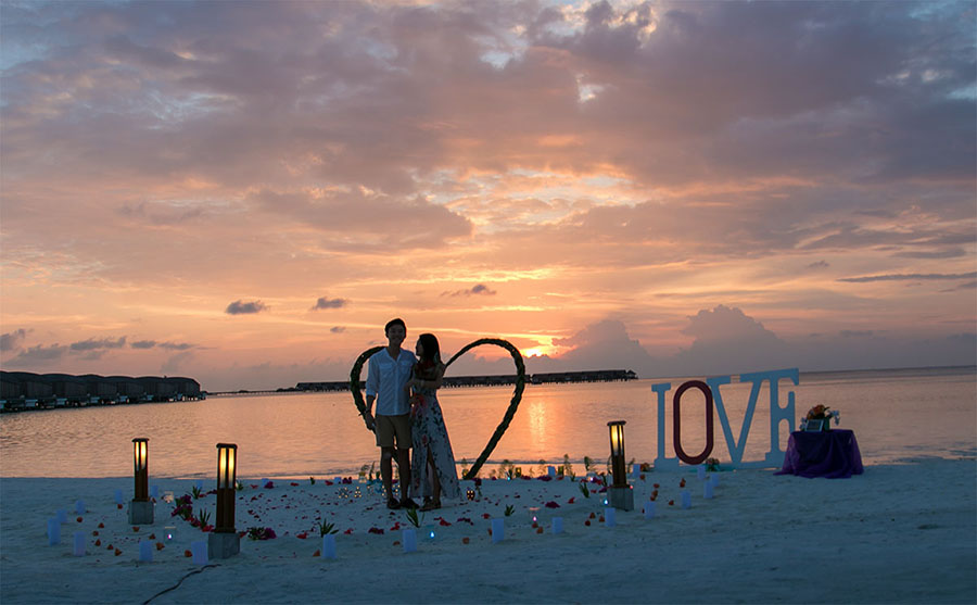 8b54f_5-marriage-proposal-beach-sunset-club-med-finolhu-villas-maldives.jpg