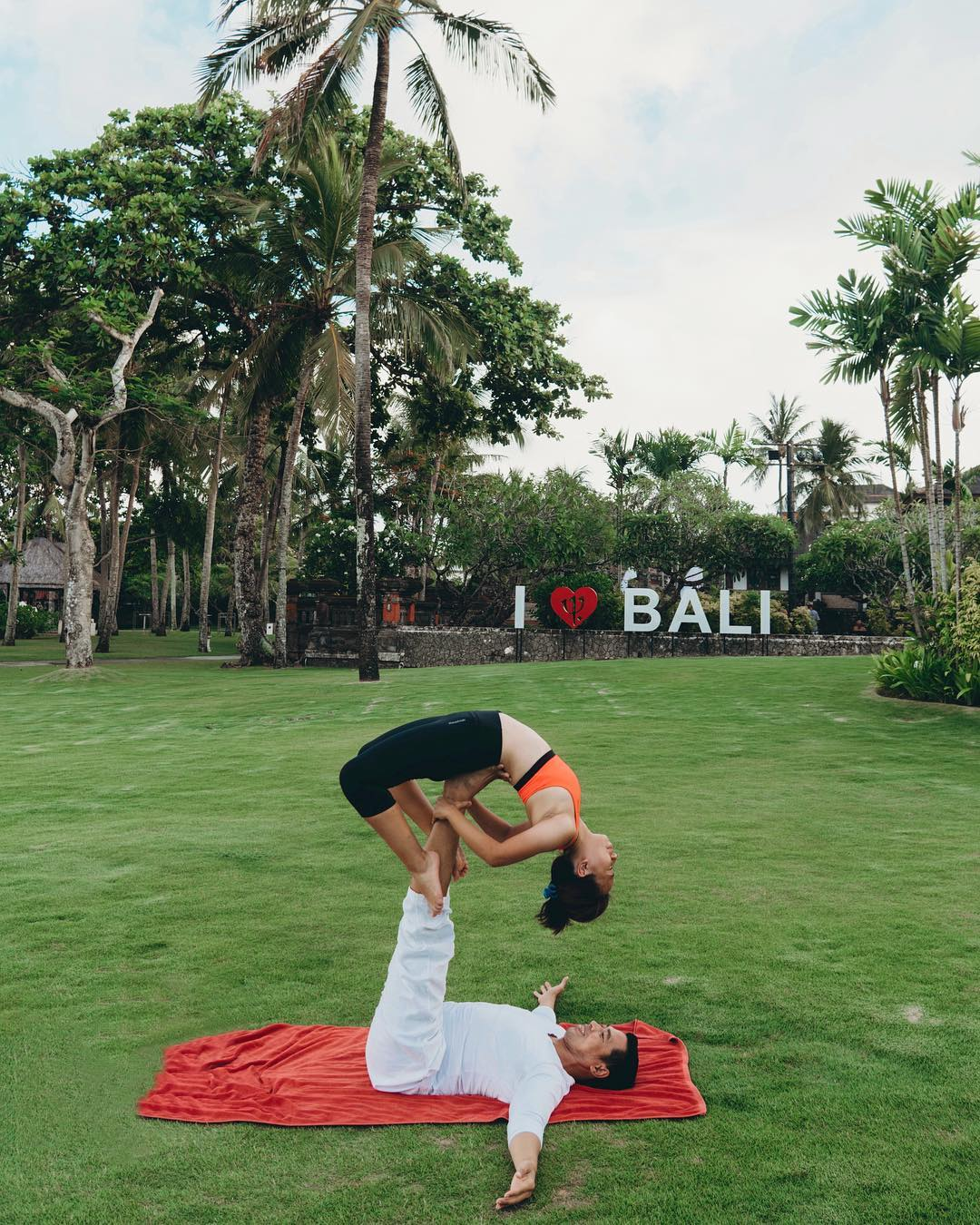 11 am - Make the most of your well-deserved relaxing time to do some yoga beneath the palm trees. Whether by yourself or taking a class with our yoga instructor GO's, it's up to you: it's all included!