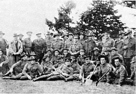 Returned soldiers helping out, 22/6/1918.  [Weekly Courier 27th June 1918 p23]