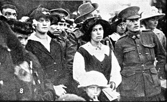 Shot of the Crowd listening to speeches.  [Tasmanian Mail 8th August 1918 p18]