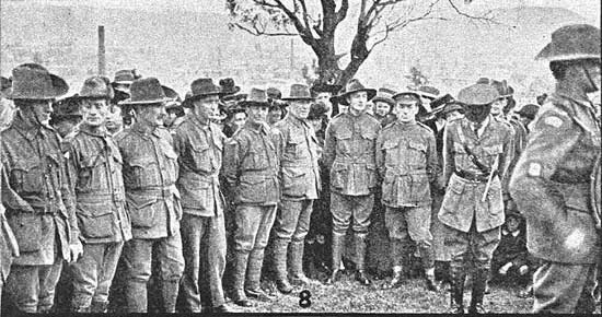 Part of the Guard of Honour.  [Tasmanian Mail 8th August 1918 p17]