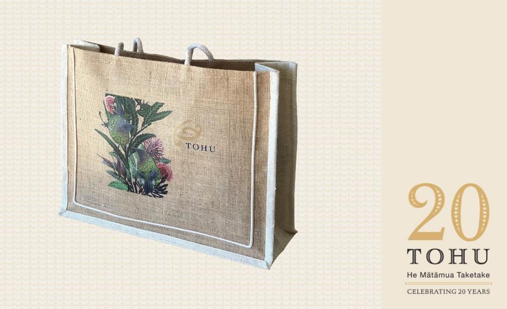Tohu Wines Christmas gift bag.jpg