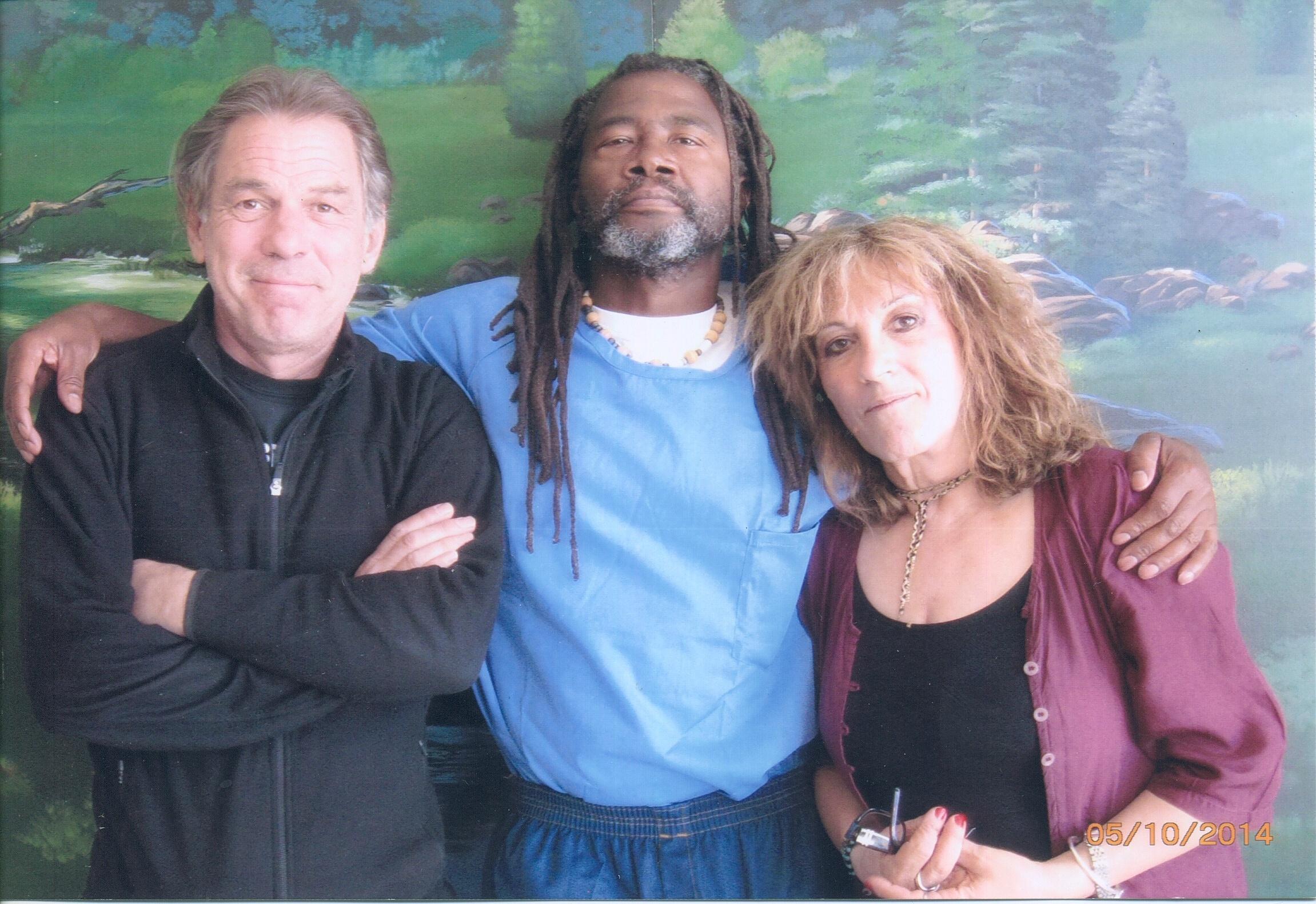 Sylvestre Guidi, Spoon Jackson et Michka Saäl à la prison d'État de Californie, Los Angeles County, Lancaster.