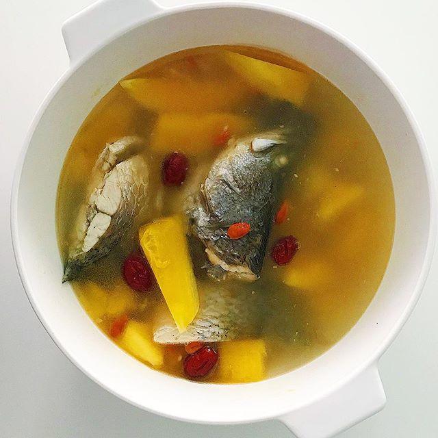Papaya Fish Soup for nursing mothers and women in confinement is known to help boost breast milk production. This traditional recipe is not only loved by mothers because it's comforting flavours are sure to win anybody who slurps on this delicious soup!  Recipe in #thesundaypausecommunity !  #ashanco #ichoosegrowth #progressoverperfection #growthwarrior #iwd2019 #internationalwomensday #internationalwomensday2019