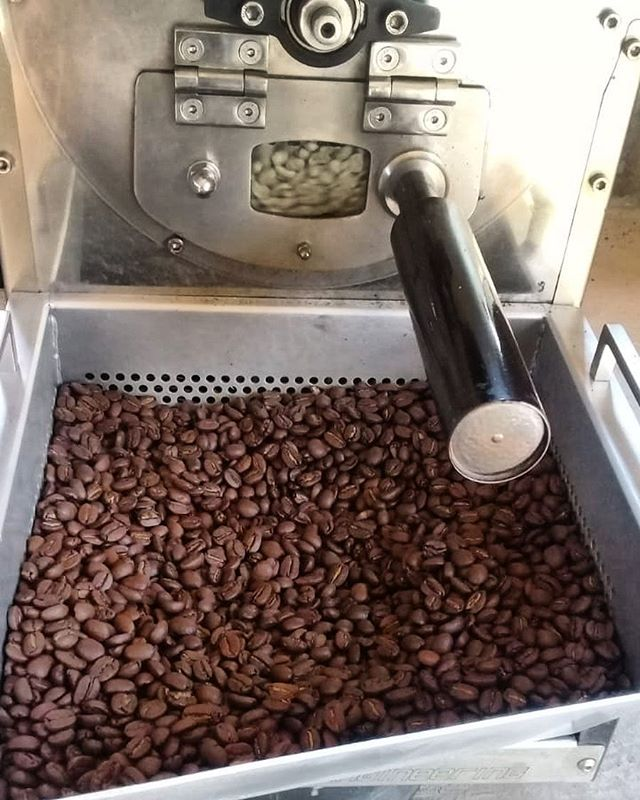 Anyone up for freshly roasted 100% Nicaragua beans? 🇳🇮 Being bagged today, come and collect your coffee for the week.  #nicaragua #greenbeans #roastery #coffeebeans