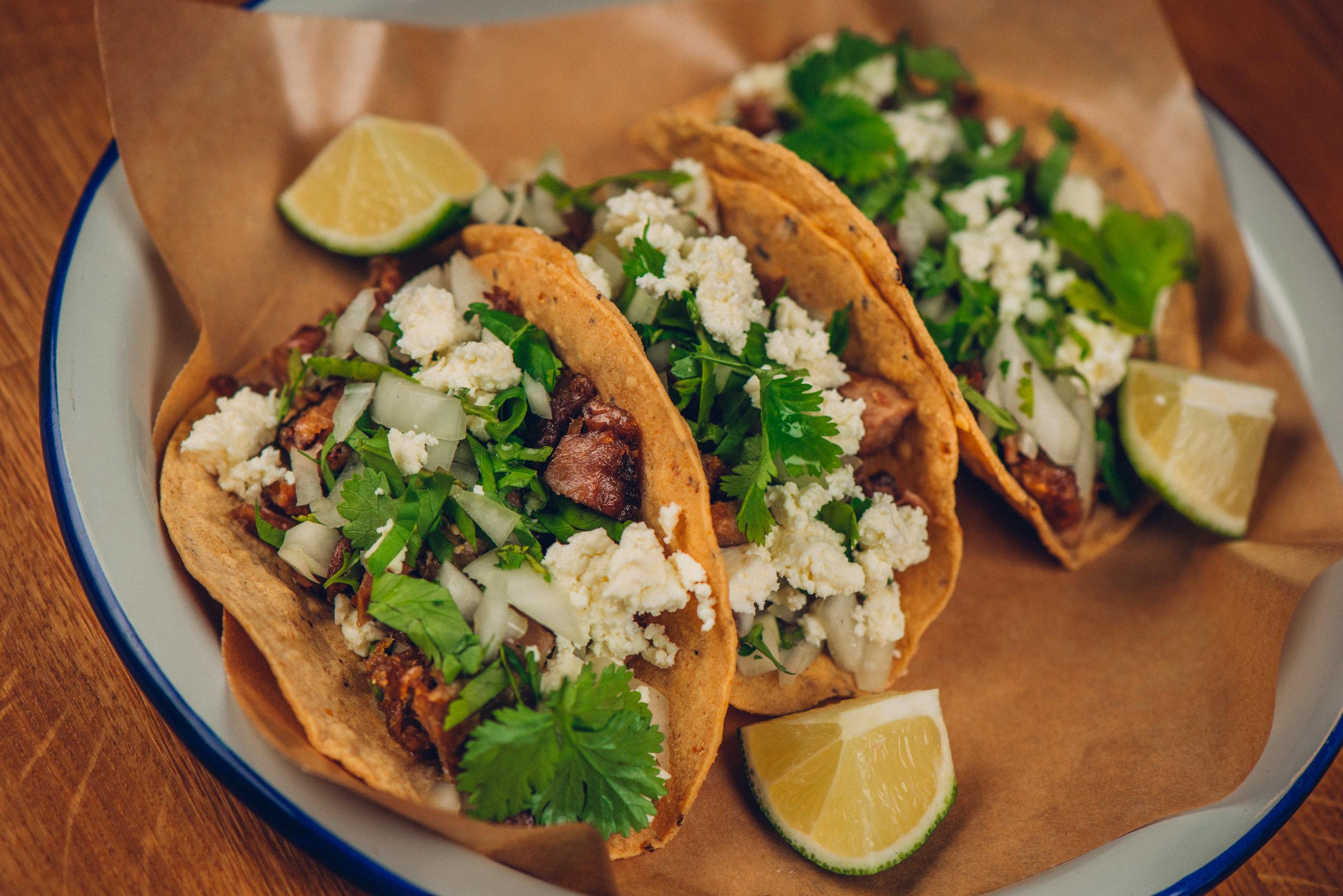 Ukens taco  Vi finner sesongens perfekte råvarer og lager en spennende ny taco hver uke. Her kan du få testet smaksløkene og få øynene opp for nye ingredienser eller tilberedningsmetoder. Vi gir deg en mexikansk følelse!