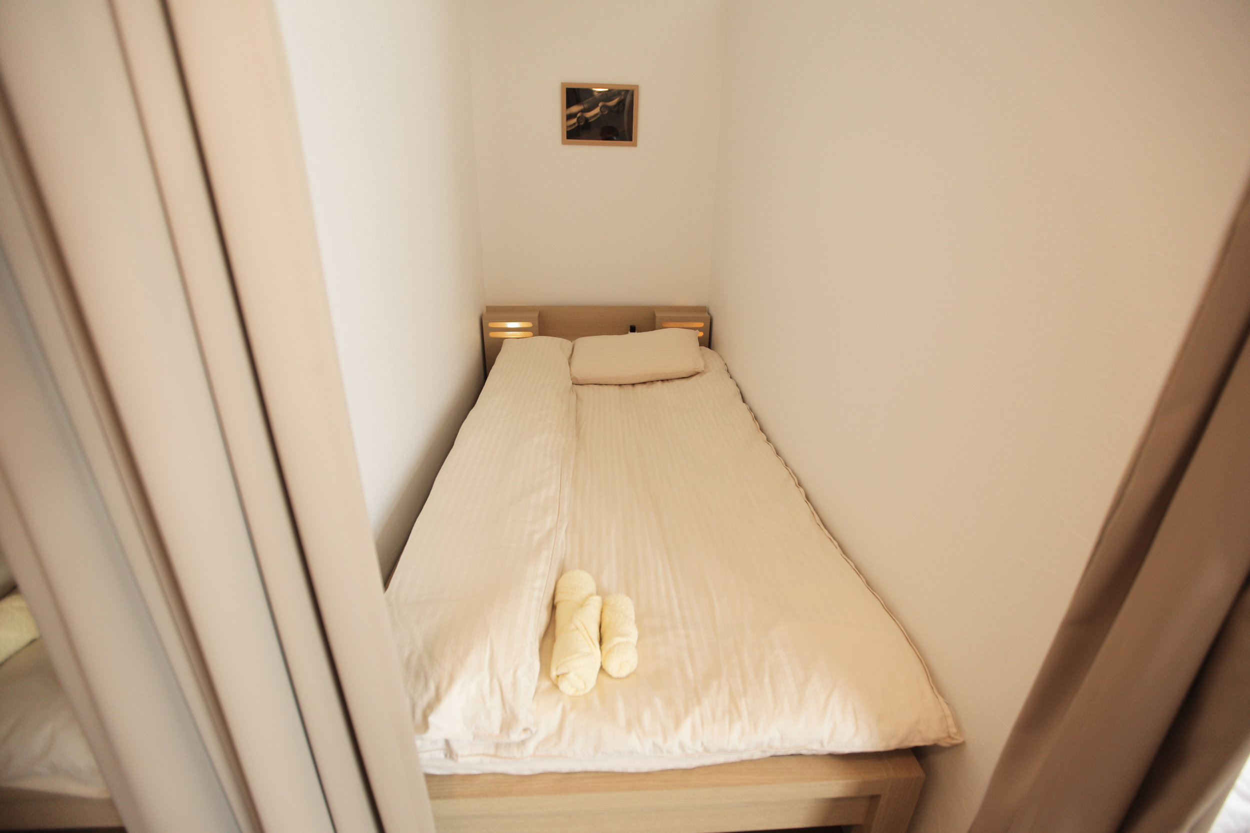 Bed in Hachi