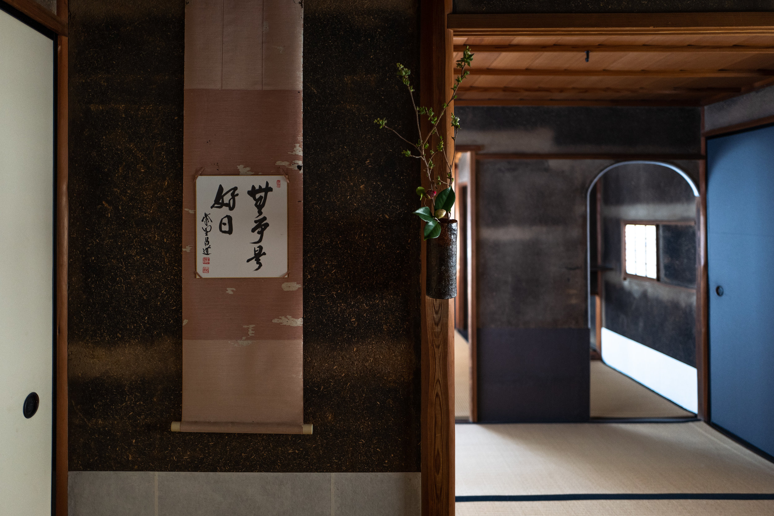 "The scroll in the Anshoken 安勝軒 teahouse reads ""Nichi Nichi Kore Koujitsu"" - ""Every Day is a Good Day""."