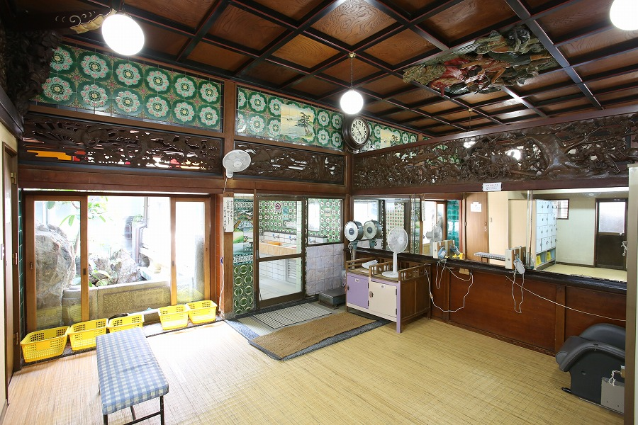 Changing room - Photo from the Funaoka Onsen website.