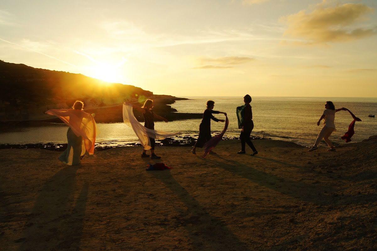dance-women-at-sunset-in-silhouette-1200.jpg