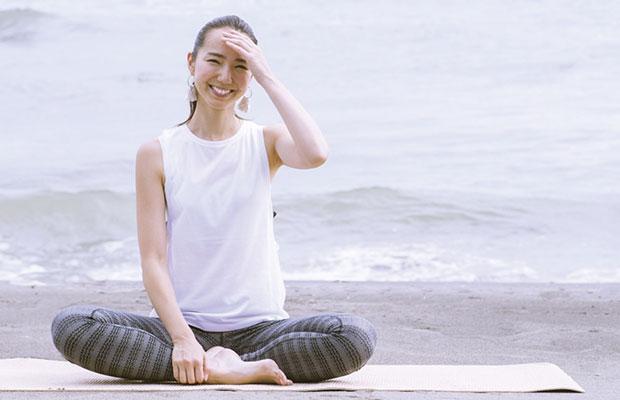遠藤 エリカ  ヨガインストラクター  2005年より都内ヨガスタジオやお寺・病院などで本格的にヨガクラスの指導をスタートし、現在は湘南を拠点に活動するヨガインストラクター。 2009年~2017年5月まで日本で3人のNIKE JAPAN公認ナイキマスタートレーナーの一人として、様々な大型イベントでもヨガやトレーニングの指導も行う。 「癒し」と「自立」をテーマにヨガクラスを展開するほか、スポーツモデルや雑誌・広告等の監修、企業とコラボレーションして 日々のくらしの中で自らの内にある心地よさや自然を大切にした 『エシカルなくらしのススメ』をテーマにイベントや商品のプロデュース等幅広く活動中。   https://www.instagram.com/erica1222/  (instagram)