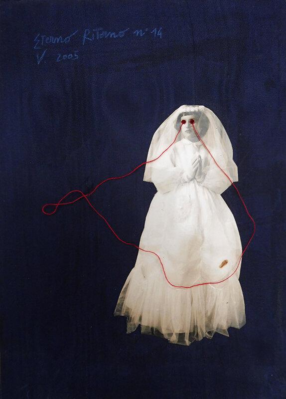 Virgilio Rospigliosi.Eterno ritorno. 2005 Cm 22x15, stampa fotografica analogica b:n, filo di cotone su tessuto.jpg