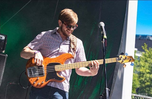 ☀️Slappa the bass in the sunshine with @careyw5 ☀️ Great pic from @420fest by @emilybutlerphotography #thesnozzberries #thesnozzberriestastelikesnozzberries #festivalphotography #markbass #420fest #sweetwater420fest #ashevillemusic #psychedelicrock #jamband #goseelivemusic