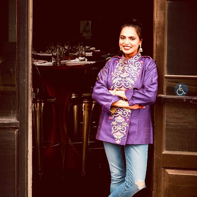 Does this face look familiar to you? You may have seen Nashville celebrity chef Maneet Chauhan as a host on Food Network's Chopped. We were lucky enough to have her sit down with us to share about her journey, thoughts on karma, advice, and more! @maneetchauhan is a treasure. If you're in Nashville, be sure to stop by her restaurant, Chauhan Ale & Masala House. ⠀⠀⠀⠀⠀⠀⠀⠀⠀ Photographer Daniel Brown @danielbrownphoto . . .  #GoodGritMag #Harvest #bestfood #bestrestaurant #culinary #chefstalk #chefsofinstagram #chefclub #culinaryarts #chefslife #chefstable #cheflifestyle dining #dineout #diningout #diningexperience #eatout #eatingout #foodwithfriends #foodandtravel #finedining