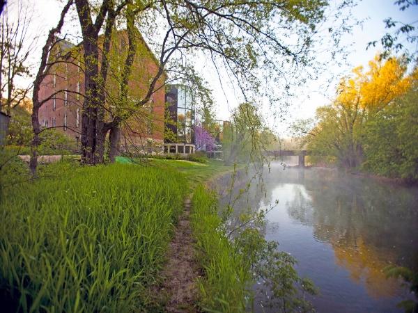 museam on river.jpg