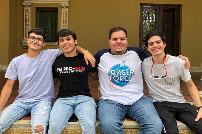 Desde la izquierda: Javier Porrata, Fernando Jiménez, Melvin Soto Vázquez y Juan Camilo Ruiz, miembros de la Federación Universitaria Republicana de Puerto Rico. (Andrés Santana Miranda / ONCE)