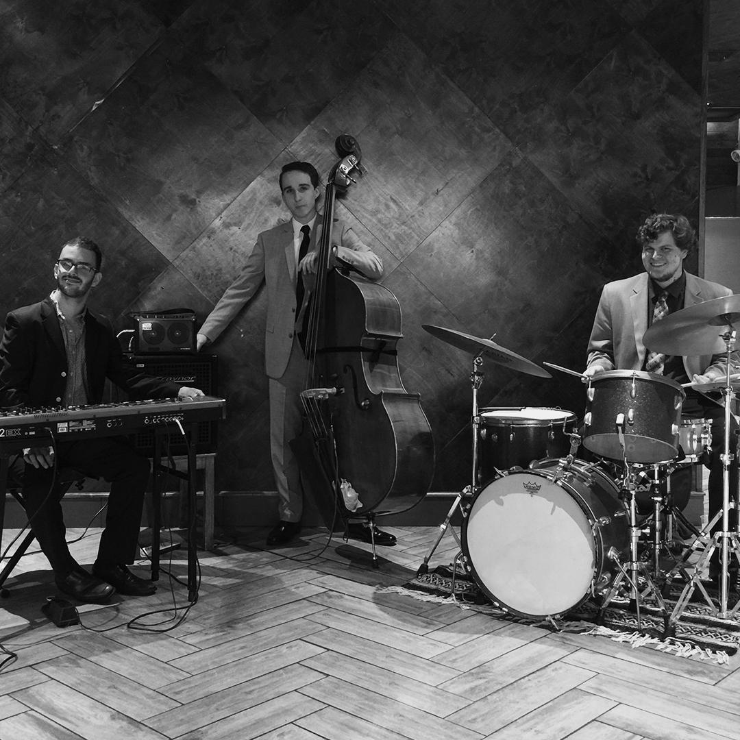 The Louis Pettinelli Band - Sun 9/29 @ 10:00 AM