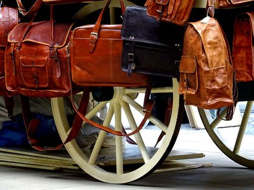 handbag+and+accessory+market.png