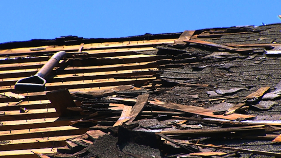 roof work (credit: CBSDFW.COM)