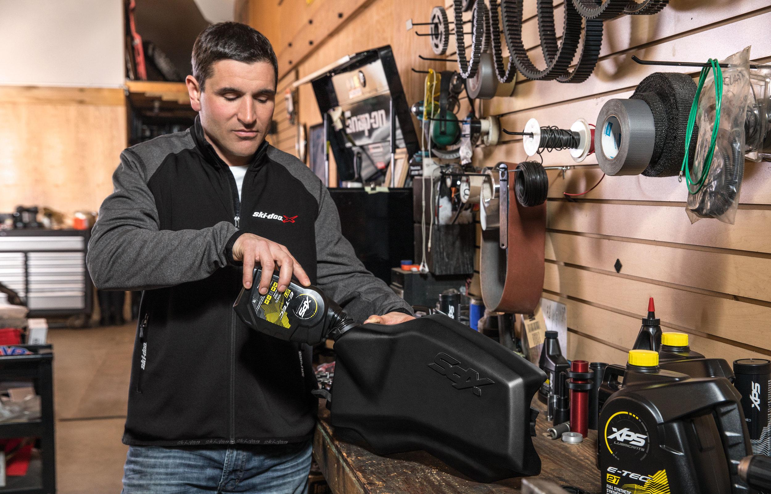 La performance de votre véhicule BRP dépend en partie de l'huile que vous utilisez. Comme elles sont les seules à avoir été conçues spécialement pour les moteurs Rotax®, les huiles XPS sont aussi les seules à offrir pleine et entière satisfaction. En utilisant des huiles XPS, vous assurez à votre moteur une performance, une fiabilité et une durée de vie optimales.